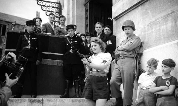 Nicole Minet a//k//a Simone Segouin with MP 40 French Resistance Fighter WWII